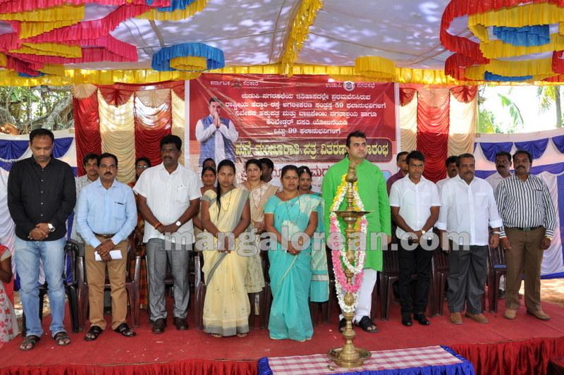 title-deeds-distribution-pramod-madhwaraj-udupi-20161005-05