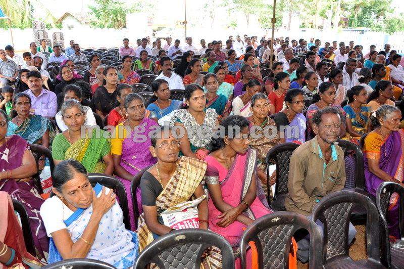 title-deeds-distribution-pramod-madhwaraj-udupi-20161005-06