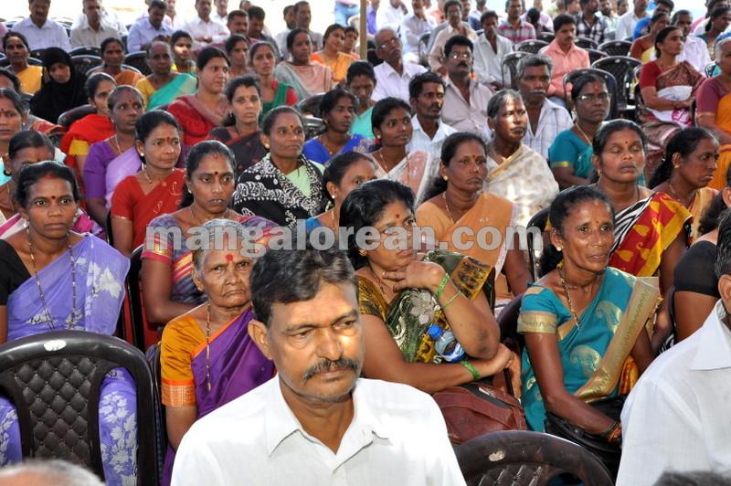 title-deeds-distribution-pramod-madhwaraj-udupi-20161005-07