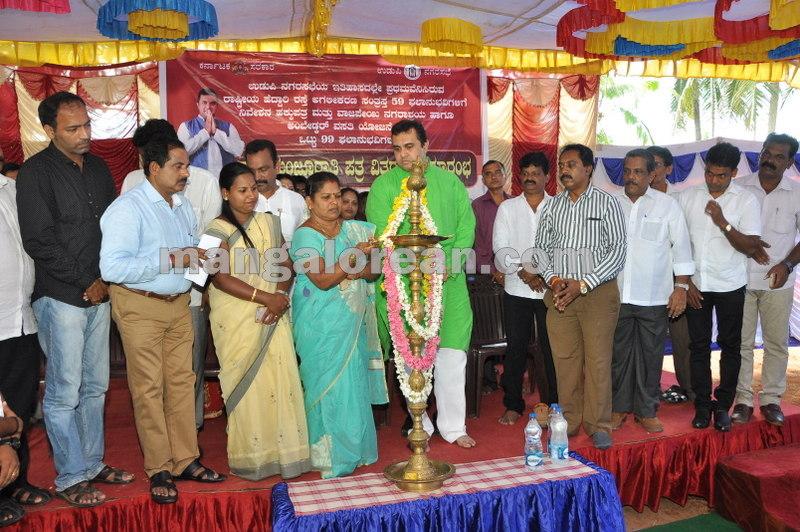 title-deeds-distribution-pramod-madhwaraj-udupi-20161005-09