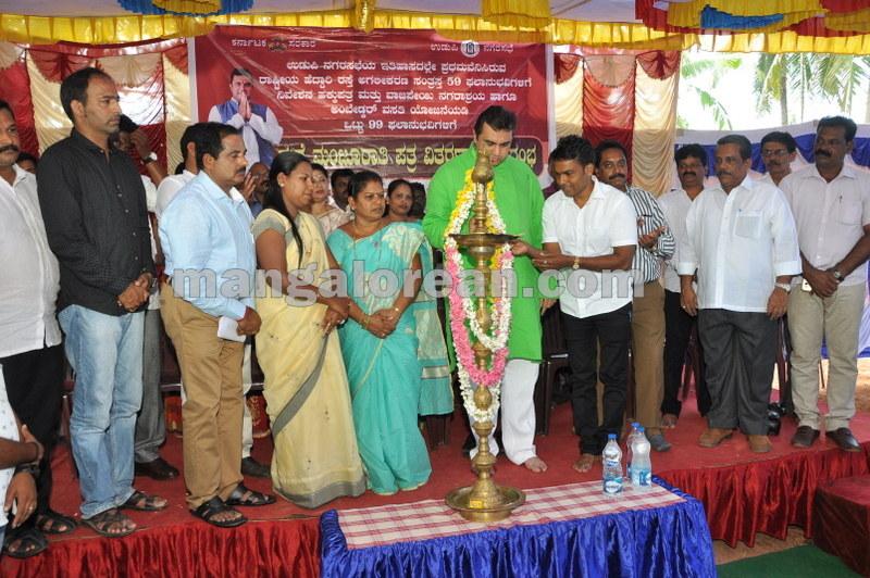 title-deeds-distribution-pramod-madhwaraj-udupi-20161005-10