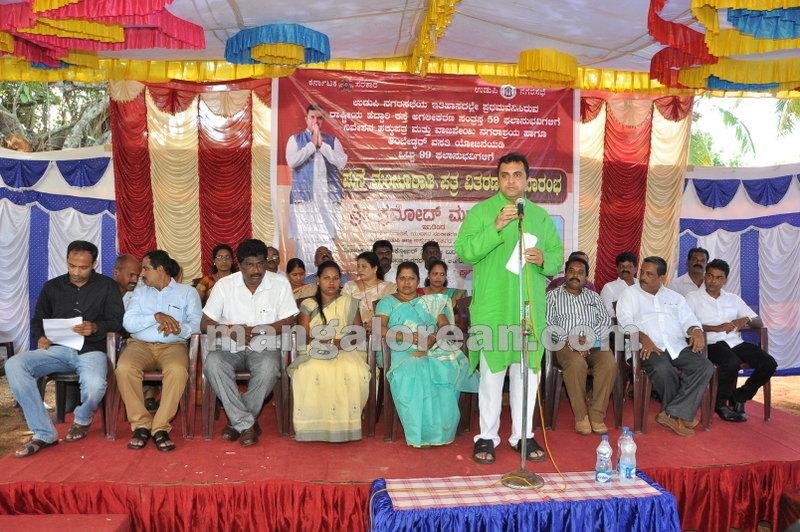 title-deeds-distribution-pramod-madhwaraj-udupi-20161005-11