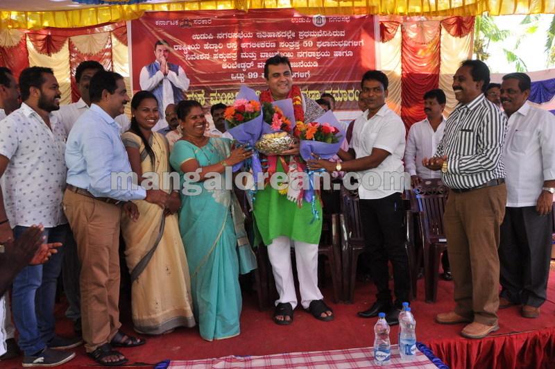 title-deeds-distribution-pramod-madhwaraj-udupi-20161005-12