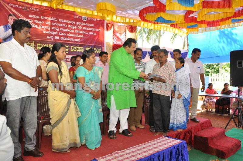 title-deeds-distribution-pramod-madhwaraj-udupi-20161005-14