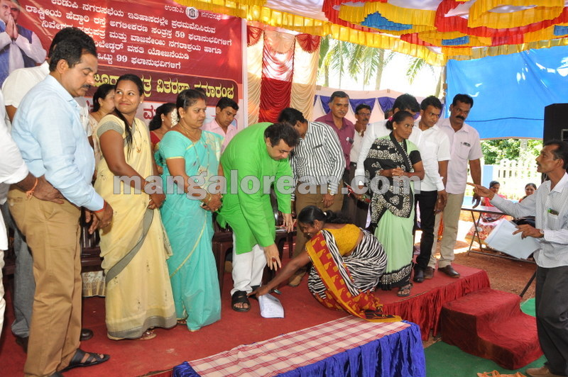 title-deeds-distribution-pramod-madhwaraj-udupi-20161005-16
