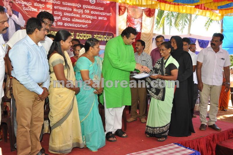title-deeds-distribution-pramod-madhwaraj-udupi-20161005-17