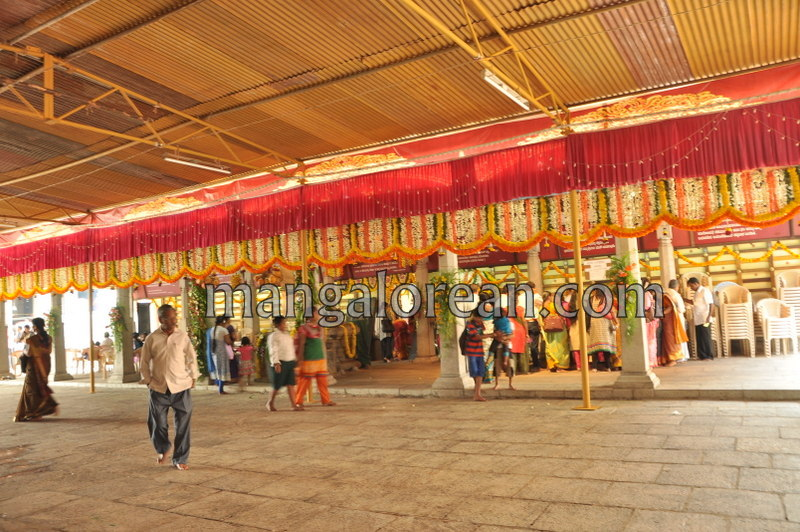 vijayadashami-marks-vidyarambham-ambalpadi-temple-20161011-02