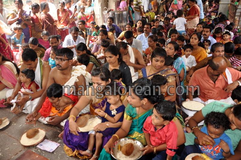 vijayadashami-marks-vidyarambham-ambalpadi-temple-20161011-03
