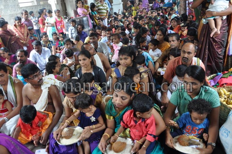 vijayadashami-marks-vidyarambham-ambalpadi-temple-20161011-07