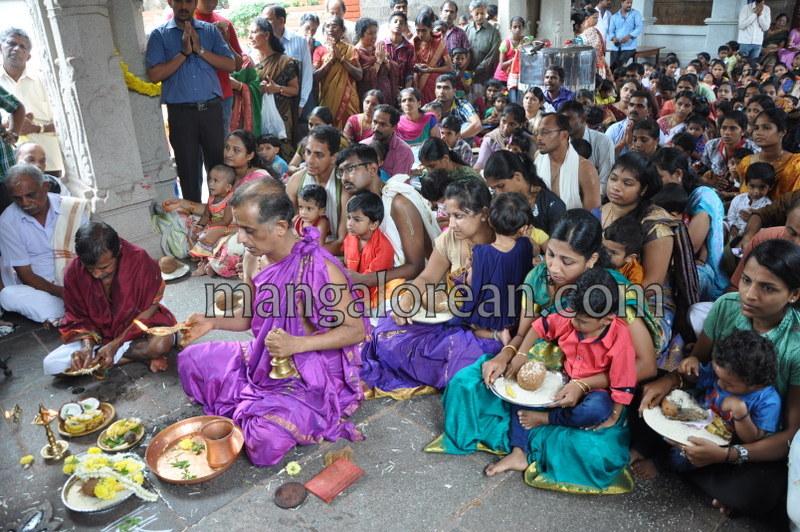 vijayadashami-marks-vidyarambham-ambalpadi-temple-20161011-10