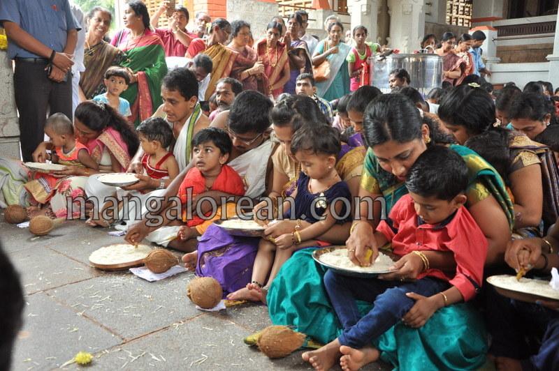 vijayadashami-marks-vidyarambham-ambalpadi-temple-20161011-14