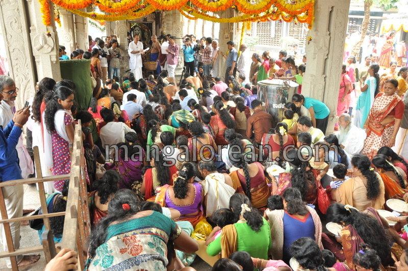 vijayadashami-marks-vidyarambham-ambalpadi-temple-20161011-15