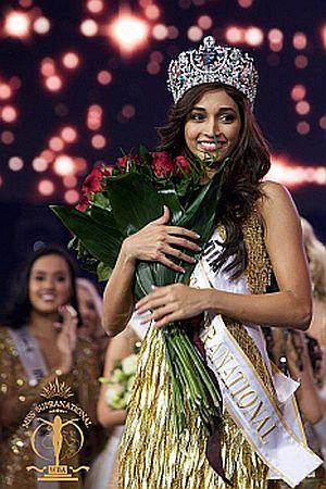 gratulacje-mulky-damsel-srinidhi-shetty-crowned-miss-supranational-5
