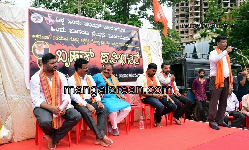 VHP and Bajrang Dal Stage Protest against Cattle Trafficking